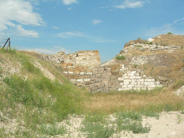 Gordion Early Phrygian (back) and Middle Phrygian (foreground) fortification.