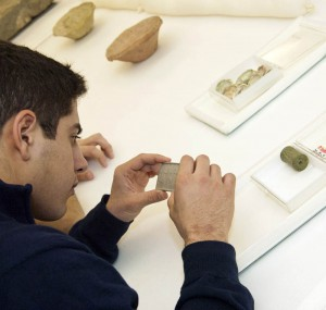 A Penn undergraduate student examines objects from the Near East Collection.
