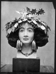 Model head created by Katharine Woolley for display of Puabi's headdress. Penn Museum Archival Photo 191121