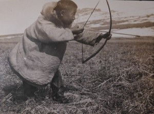 Inuit Man Bow-hunting. Photo by Suzanne R. Bernardi Jeffery 1905-7, 1916, Alaska Eskimos Hunting. Penn Museum Archives.