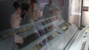 Penn students Elizabeth Peng, Zhenia Bemko, and Sarah Parkinson examine wampum belts on display at the National Museum of the American Indian in Washington, DC. Photograph by Stephanie Mach.