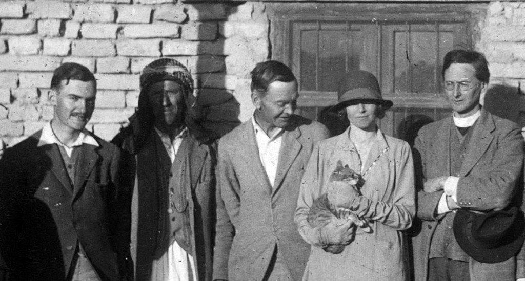 Max Mallowan (far left) at Ur in 1929. Then from left to right are: Hamoudi, Leonard Woolley, Katharine Woolley, Father Eric Burrows.