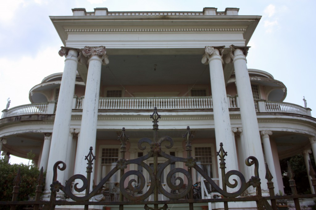 Antebellum home atop the Natchez Bluffs.