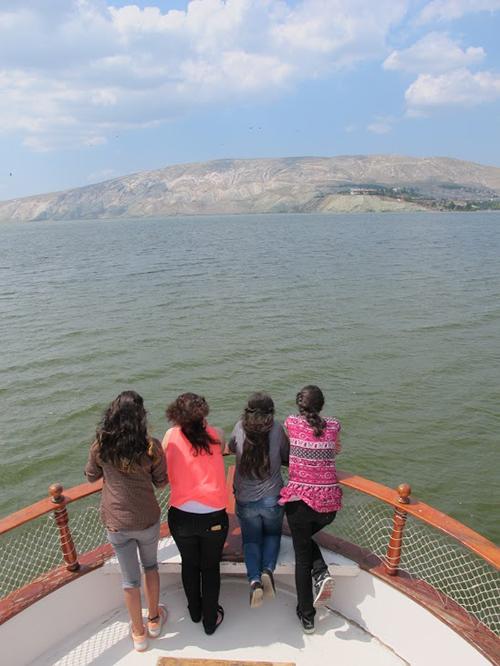 05_boattripgirls