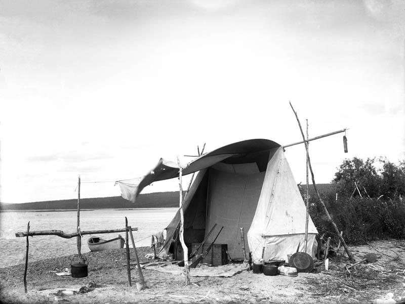 Gordon's camp at Lake Minchumina in Alaska, 1907. Penn Museum image no 11812