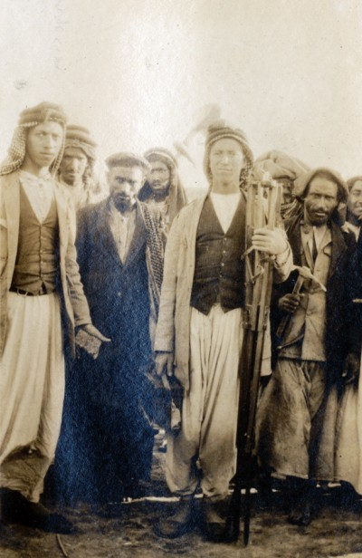 Photo taken by Father Leon Legrain in Ur season 4 (1925-1926. At center is Hamoudi's son Yahia who was in charge of photography and here he carries the photo tripod. At left may be his brother Ibrahim, though evidence tends to indicate he bean work only in the following season 5.