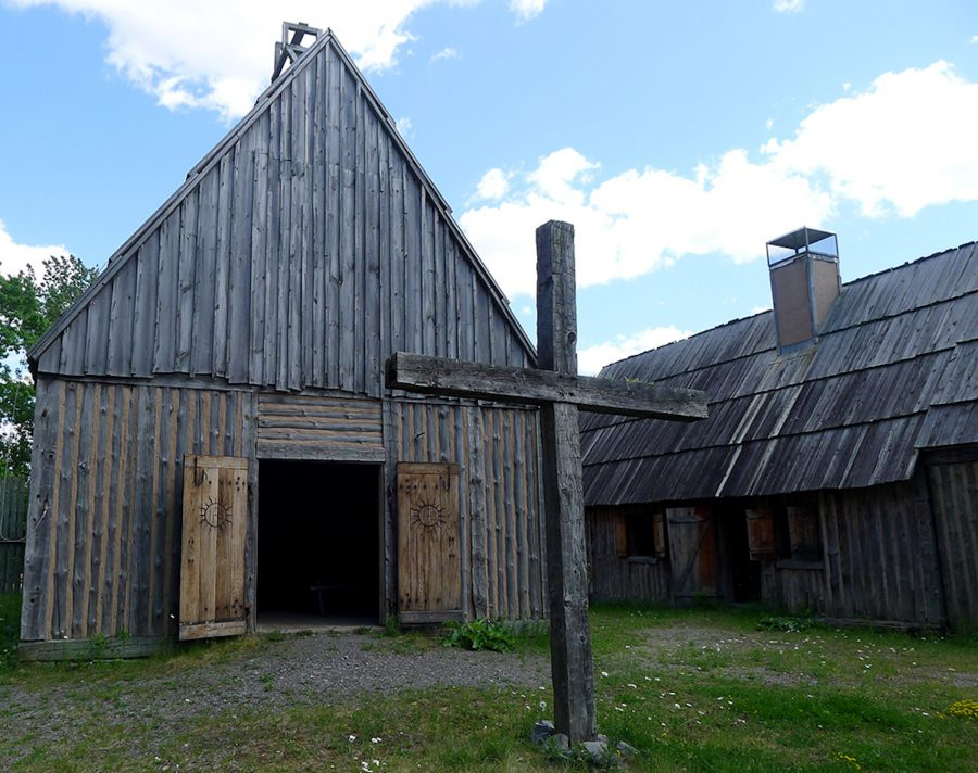 The reconstructed mission of Sainte-Marie de Gannentaha at the Skä•noñh Great Law of Peace Center. Photo by Lise Puyo.