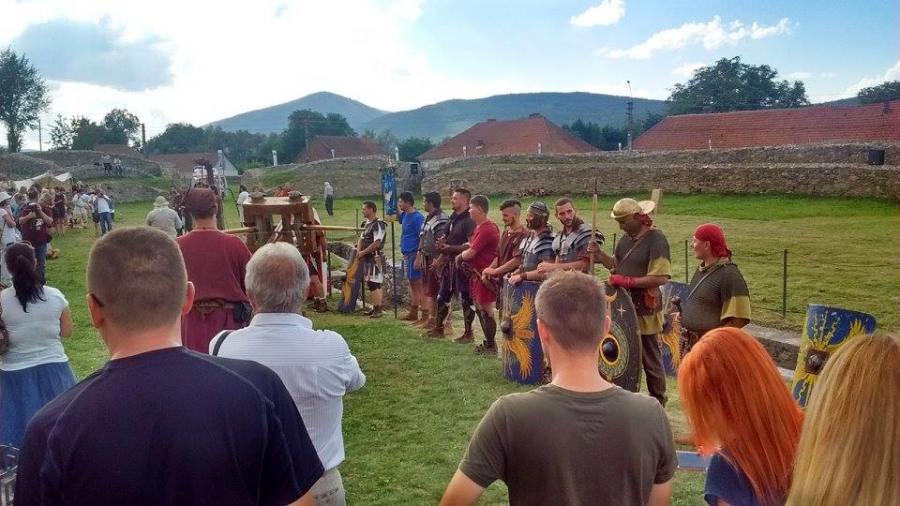 Roman-Dacian reenactment in the Roman provincial capital of Sarmizegetusa Ulpia Traiana. Photo by Jordan Rogers.