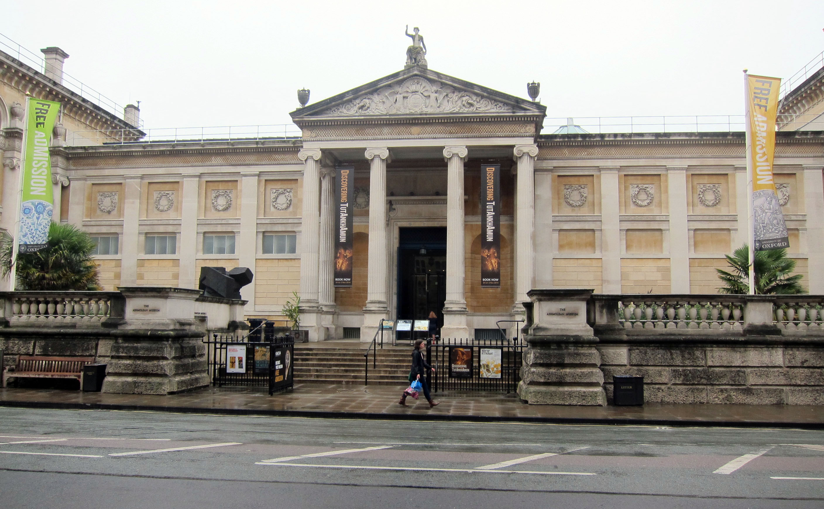 The front entrance of the Ashmolean Museum