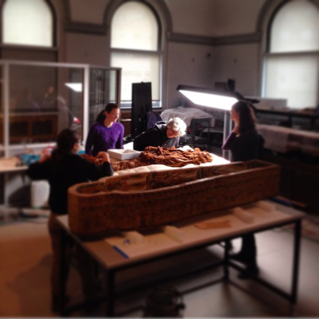 The group huddled around the mummy. Photo by Nina Owczarek, copied from the Museum's Instagram account.