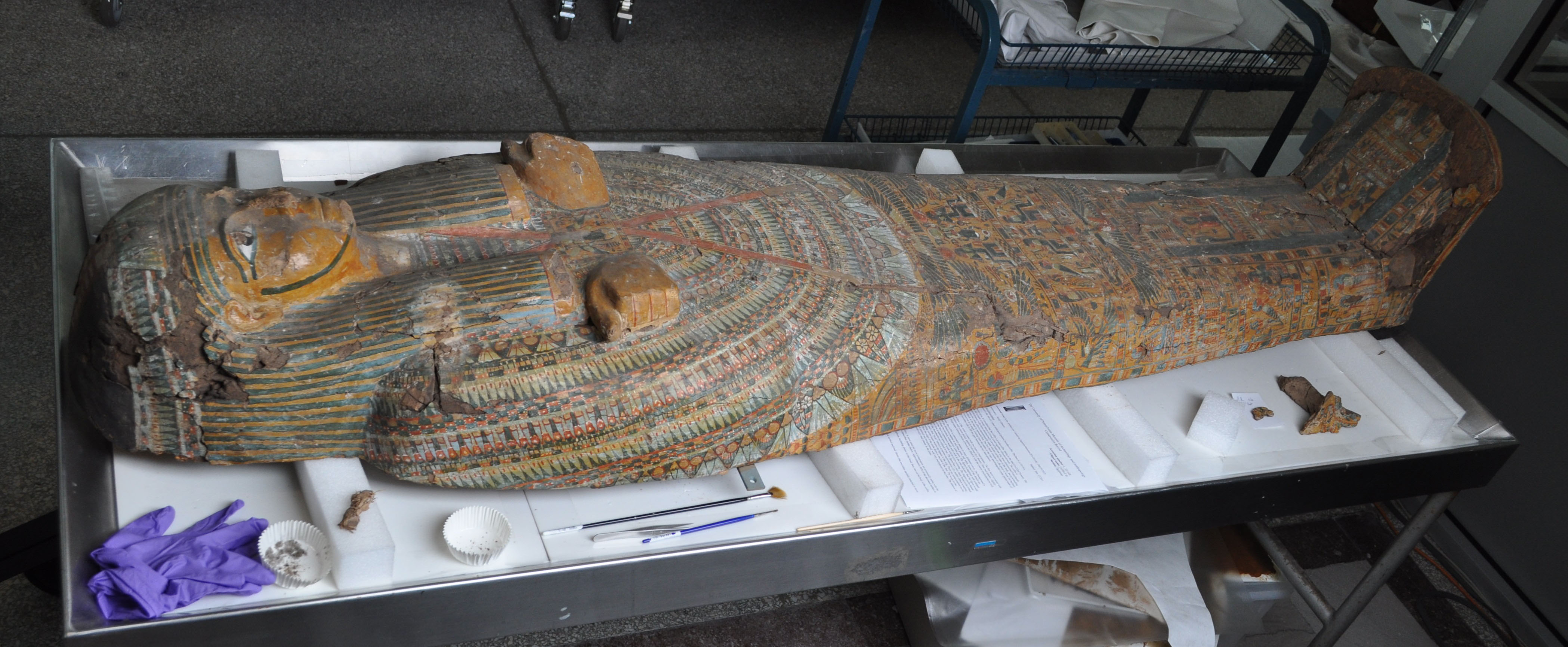 Overall before treatment image of the stola coffin lid, L-55-16B