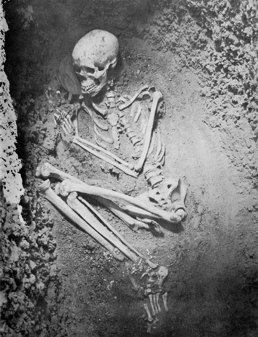 Photo of skeleton in grave.
