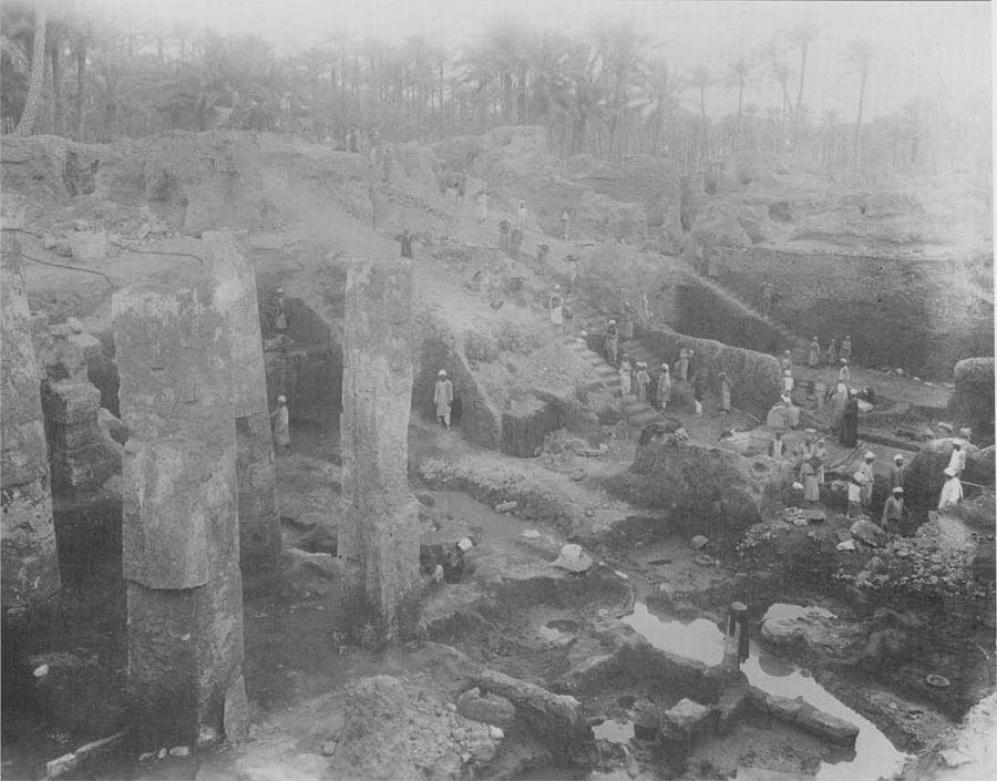 General view showing columns of Merenptah's palace completely cleared (1915).