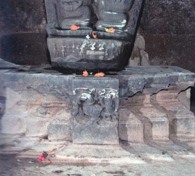 hamsa_pedestal_kalakeri_temple