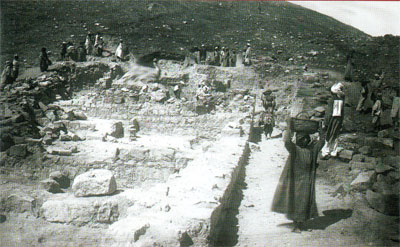 Excavation takes place in rooms 2-4 in the Late Antique domestic neighborhood on the east lower terrace, June 1921. Penn Museum Image: 41529
