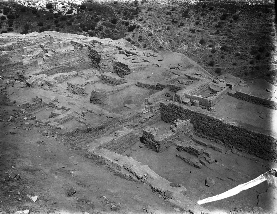 Excavation of House IV on the Lower North Terrace, 1921. The neighborhood was inhabited from the Roman into the early Muslim period. UPM Image #41573.
