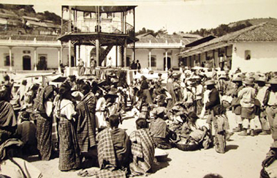 This photograph of Maya in the marketplace of Cantel, Quetzaltenango Dept. was taken by Franz Termer in his beloved Guatemala in 1925. UPM image #238644