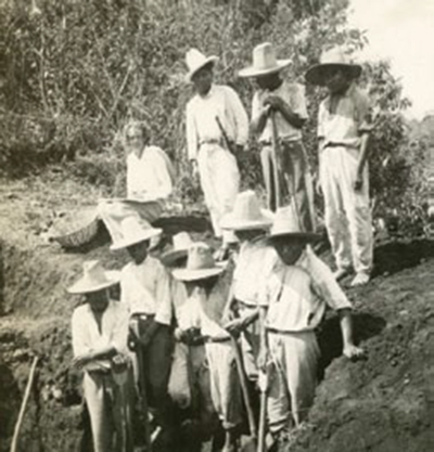 Mary Butler and Guatemalan workers excavate at Torres, site B, Calvario at San Pedro Carchá, Alta Verapaz Dept., 1939. UPM image #238642.