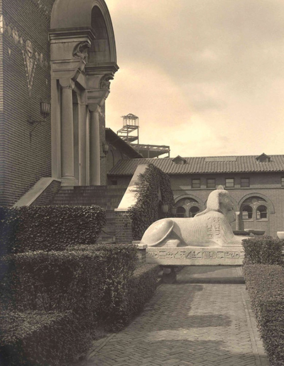 The Museum courtyard, ca. 1915.