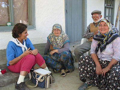 The author with local villagers from Yassıhöyük.