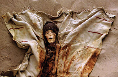 Photo of mummy with textiles