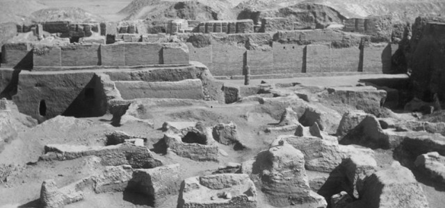 Dr. Richard L. Zettler, Co-curator of<em> Iraq's Ancient Past</em> gives a one-hour lecture about Biblical Ur of the Chaldees...
