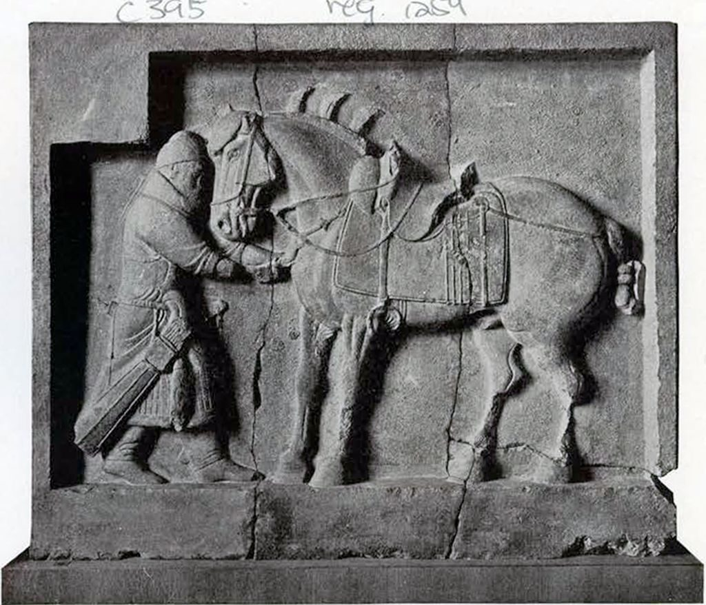 Limestone bas relief of general Qui Xinggong pulling an arrow out of Autumn Dew