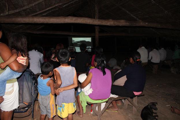 Screening in Tadarimana - Credit Sylvia Cauiby Novaes & Edgar da Cunha
